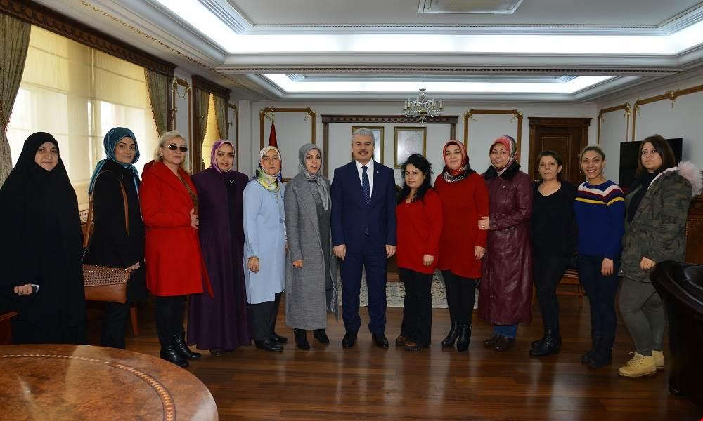 Bayan muhtar adayları Vali Akın'ı ziyaret etti.