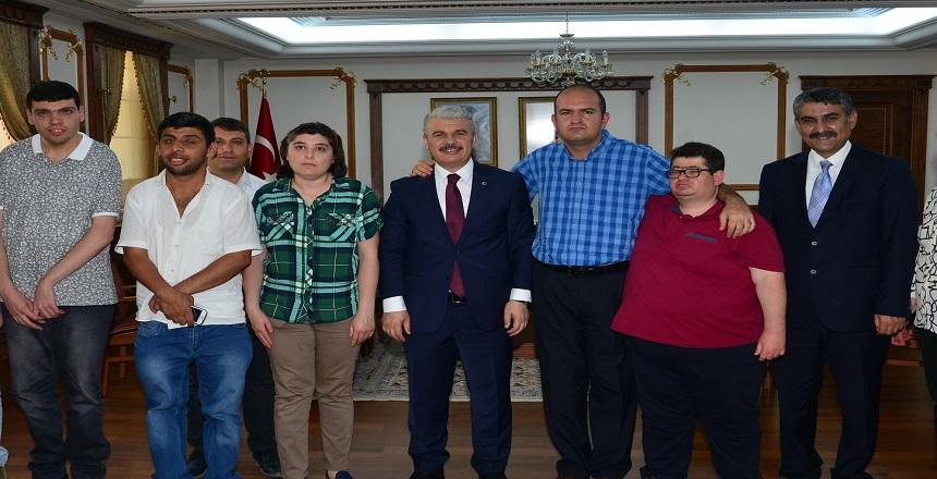 ÖZEL KURSİYERLER VALİ AKIN'I ZİYARET ETTİ
