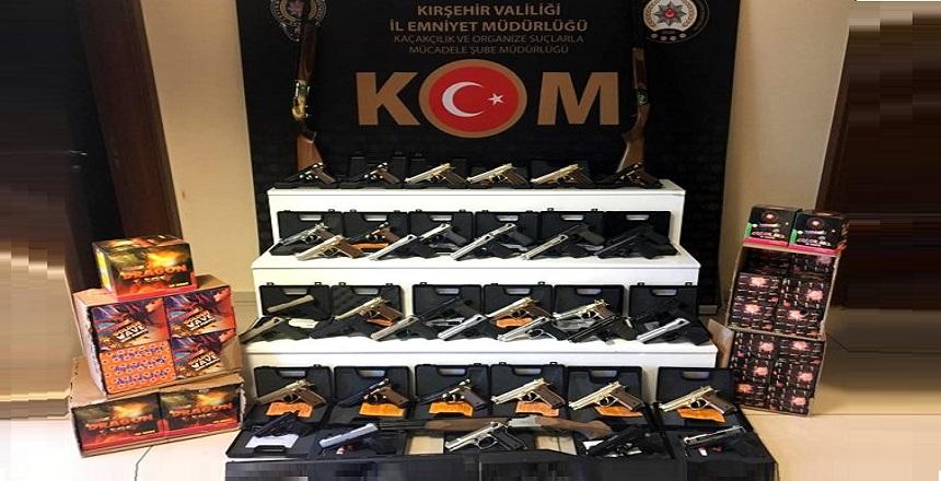 KIRŞEHİR POLİSİ 44 TABANCA YAKALADI